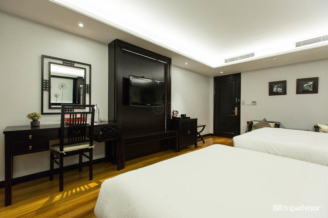 family-room--v17857628.jpg