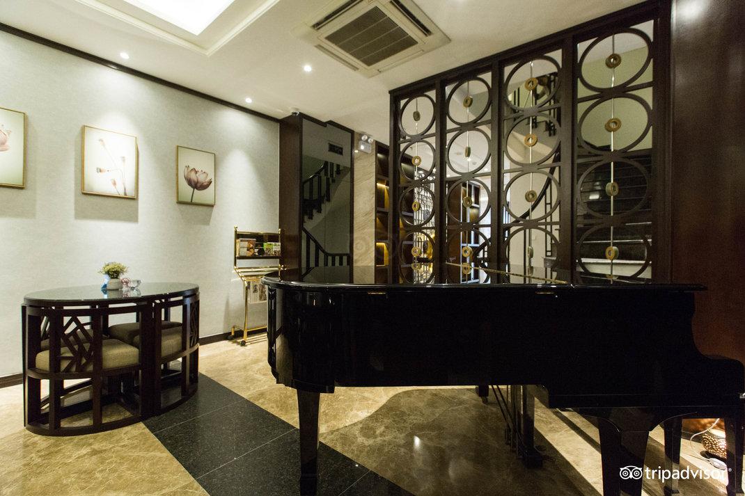piano-bar--v17857689.jpg