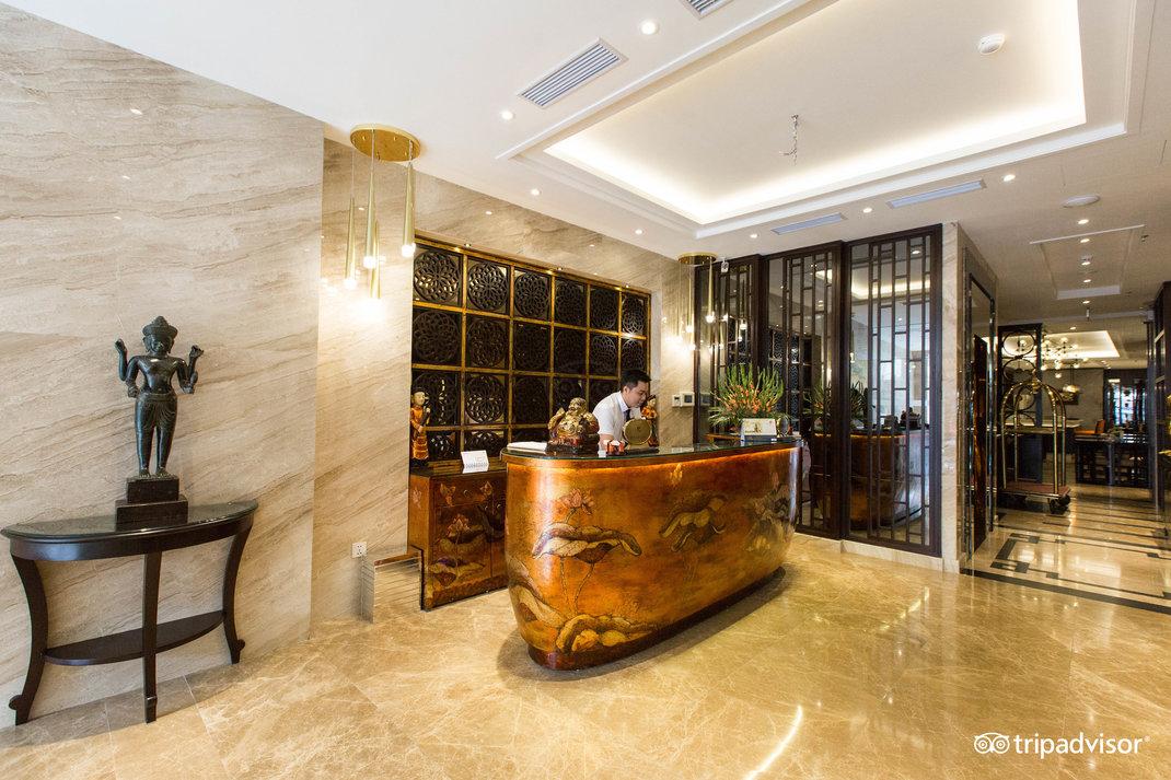 lobby--v17857623.jpg