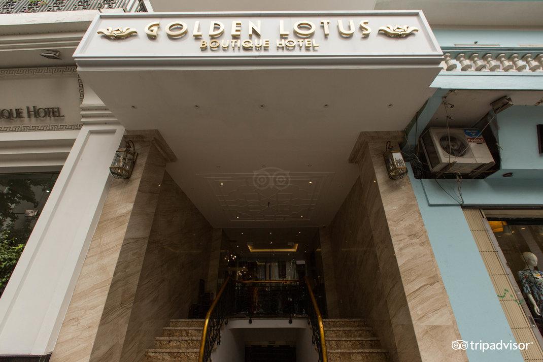 entrance--v17857681.jpg