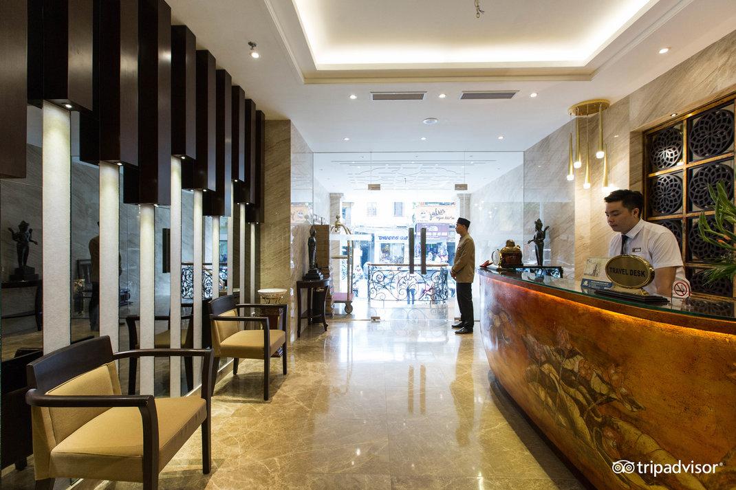 lobby--v17857562.jpg