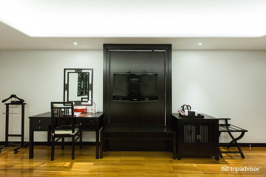 family-room--v17857641.jpg