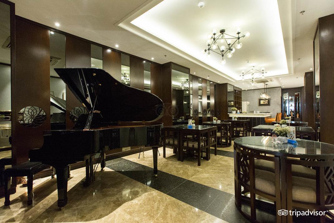 piano-bar--v17857575.jpg