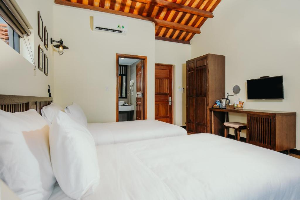 Deluxe Twin Room with River View