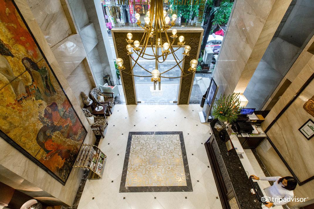 lobby--v17858573.jpg