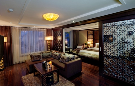 Luxury Suite (3).jpg