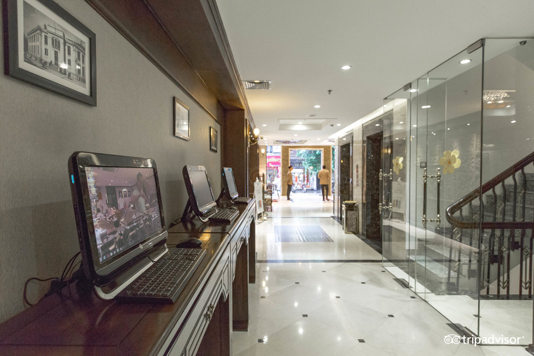 lobby--v17858629.jpg
